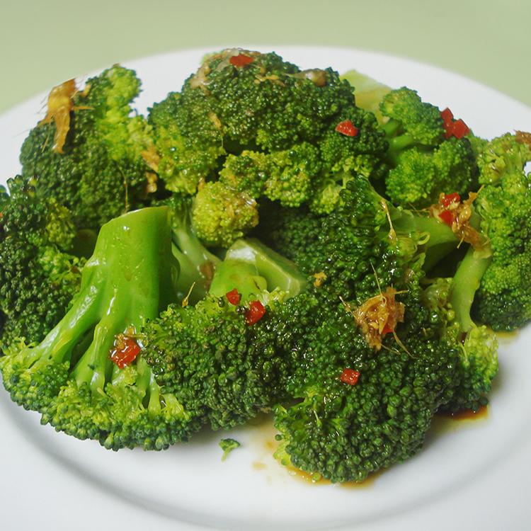 Brócolis assado com alho e limão