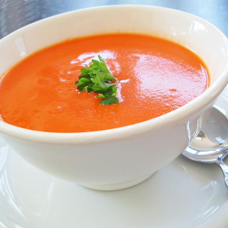 Creme de tomate com manjericão