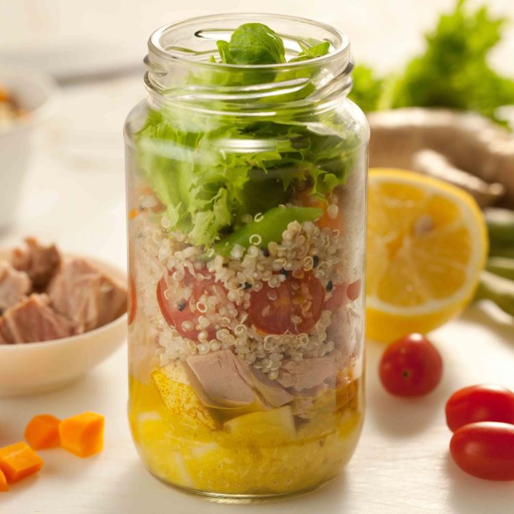 Salada de atum com quinoa no pote