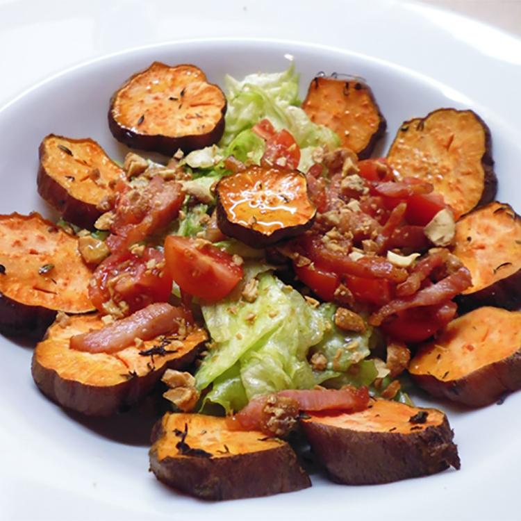 Salada de batata-doce e bacon crocante