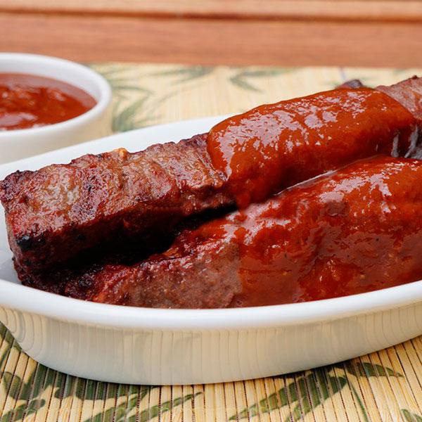 Espetinho de carne ao molho barbecue